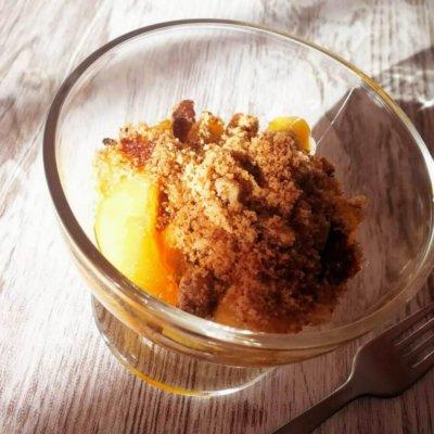 manzana-caramelizada-con-crujiente-de-galleta