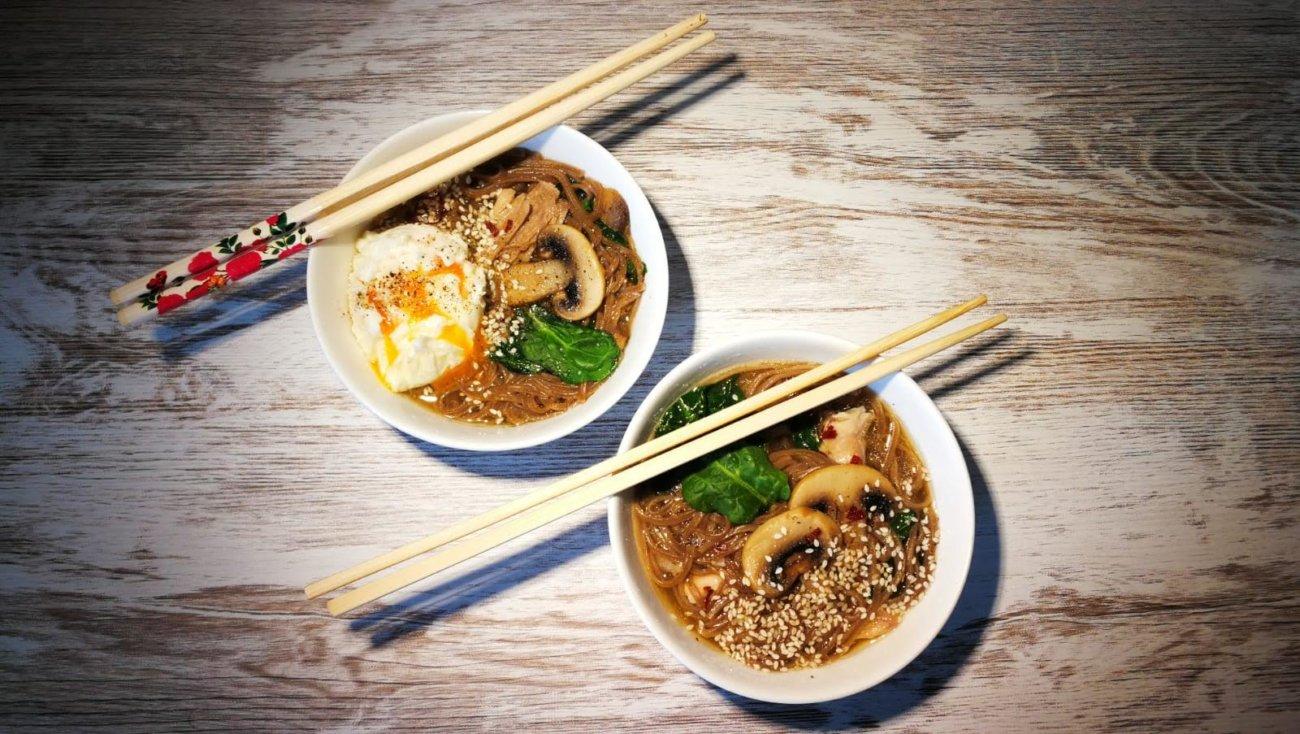 Sopa china con champiñones y pollo